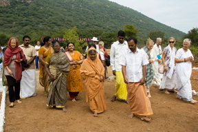Amma walking_foreigners